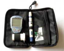 Infopia Glukometr GlucoLab s 25ks testovacích proužků+25 lancet