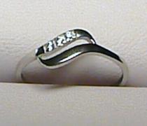 Soliter Zlatý prsten z bílého zlata se třemi zirkony 585/0,95gr S041 2,29E+12