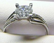 Pretis Luxusní mohutný velký zásnubní prsten z bílého zlata posetý zirkony P157