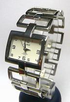 58b116d02ca Stribrne damske hodinky s krystaly - Cochces.cz