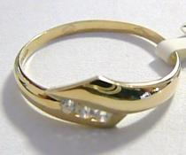 Pretis krásný zlatý prsten se třemi zirkony 585/1,63gr P042