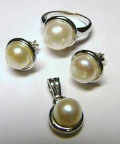 Holan Jaroslav Luxusní dámská perlová souprava s rhodiovaného stříbra prsten,náušnice,přívěsek