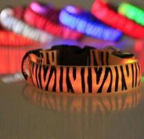 Reedog svítící obojek pro malé, střední a velké psy zebra - růžová 32 - 50 cm
